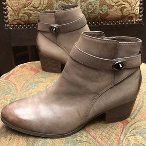 Coach turn-luck ankle booties size 8